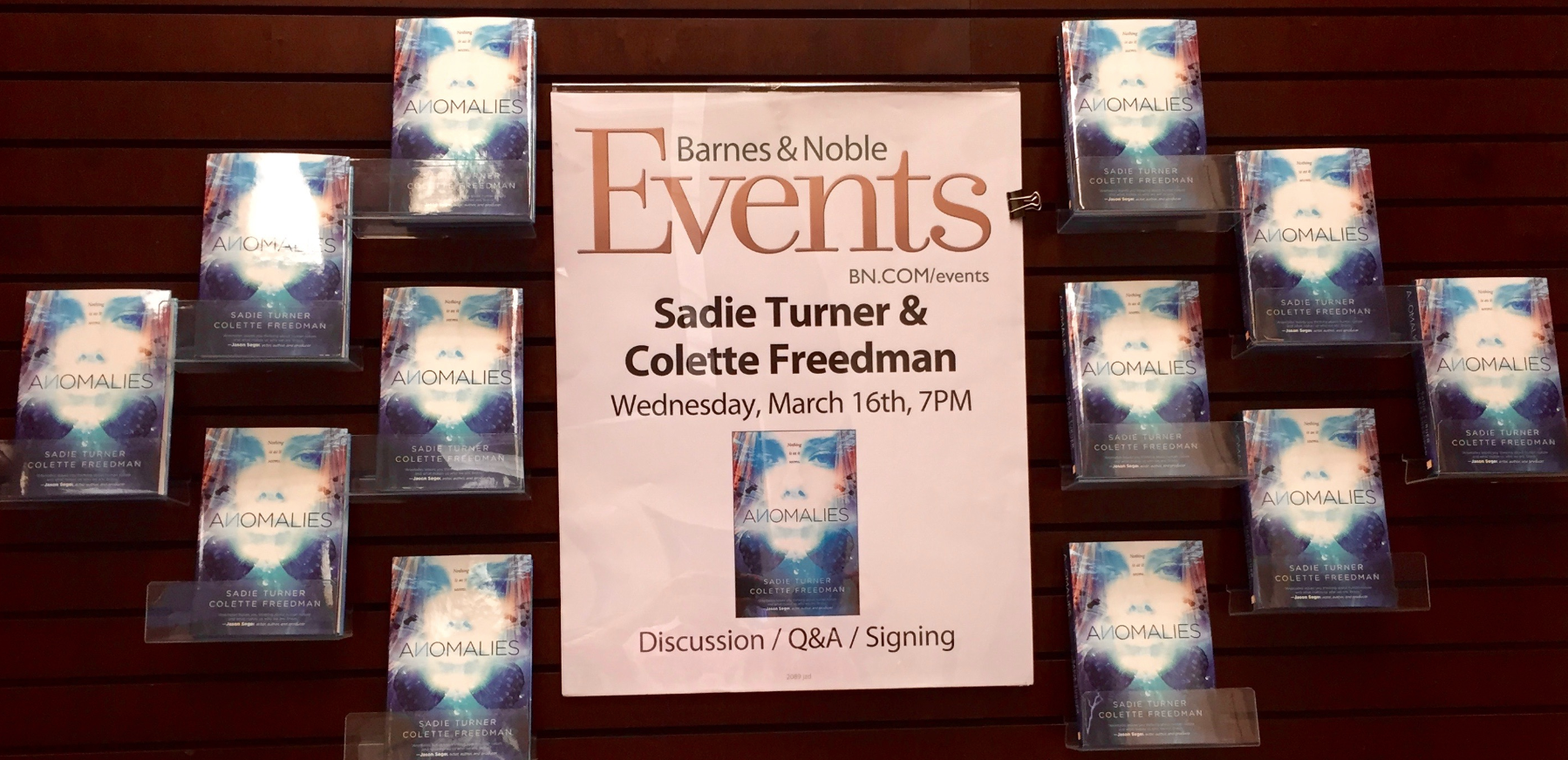 barnes and noble signage
